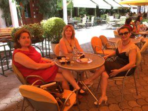 Me shkrimtaret dhe miket e mia; Flutura Acka dhe Anna Kove.